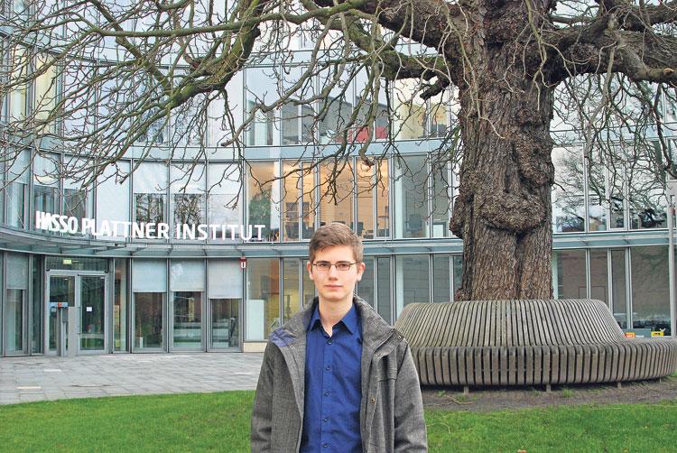 Pius Ladenburger studiert im ersten Semester am Hasso-Plattner-Institut. Außerdem hat sich der Teenager vor Kurzem selbstständig gemacht. Dem Klischee des hochbegabten Inseltalents entspricht er nicht im Geringsten. Foto: RAUFELD/HANNAH MEUDT
