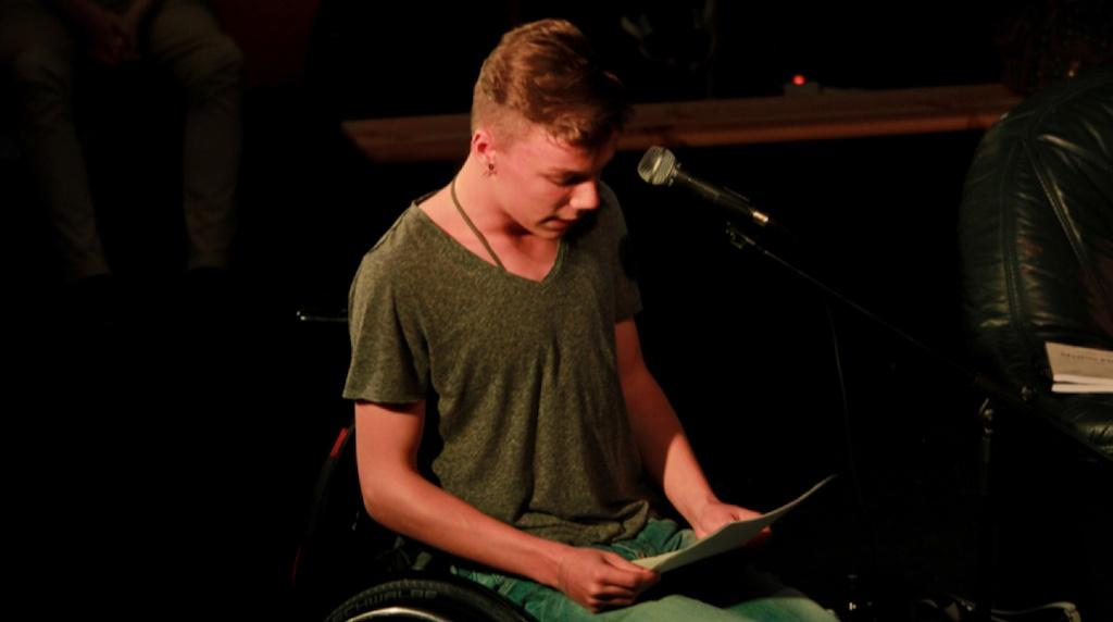 Hannes beim Poetry Slam