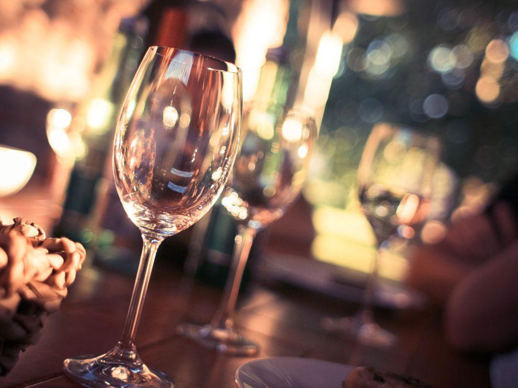Leere Weinglaeser