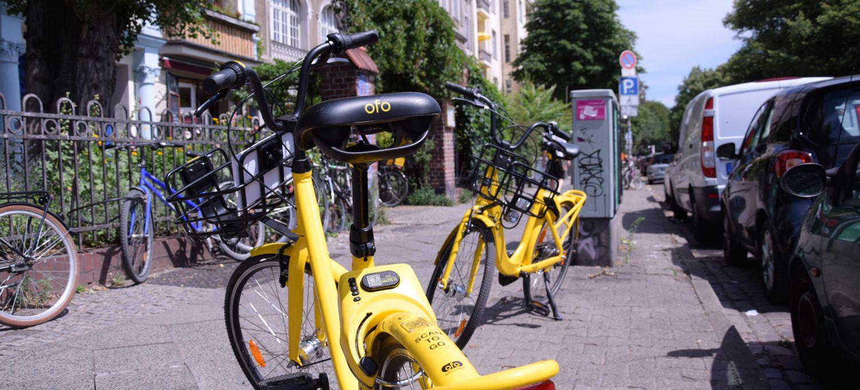 Ein Fahrrad der Firma Ofo