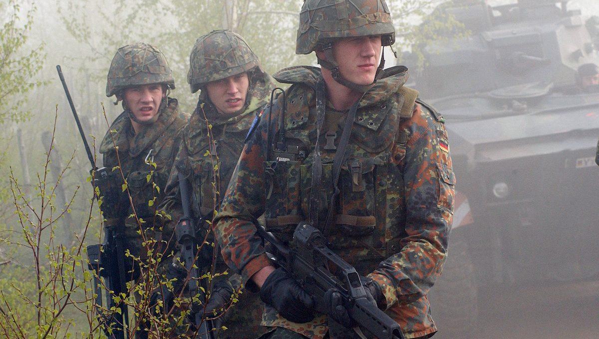 Junge Bundeswehrsoldaten