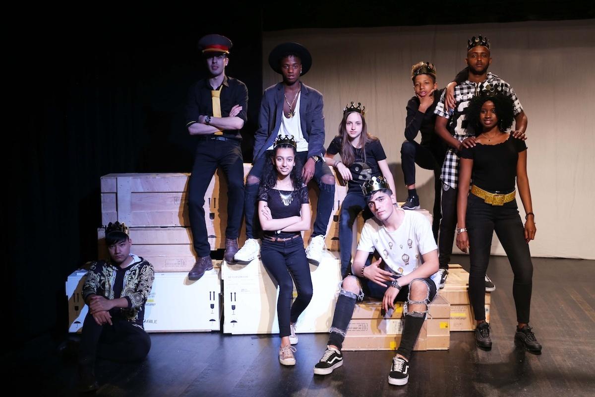 Theatergruppe von ACT beim Stück