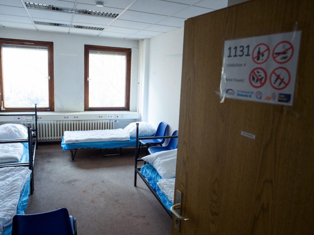 Ein Mehrbettzimmer einer Notunterkunft
