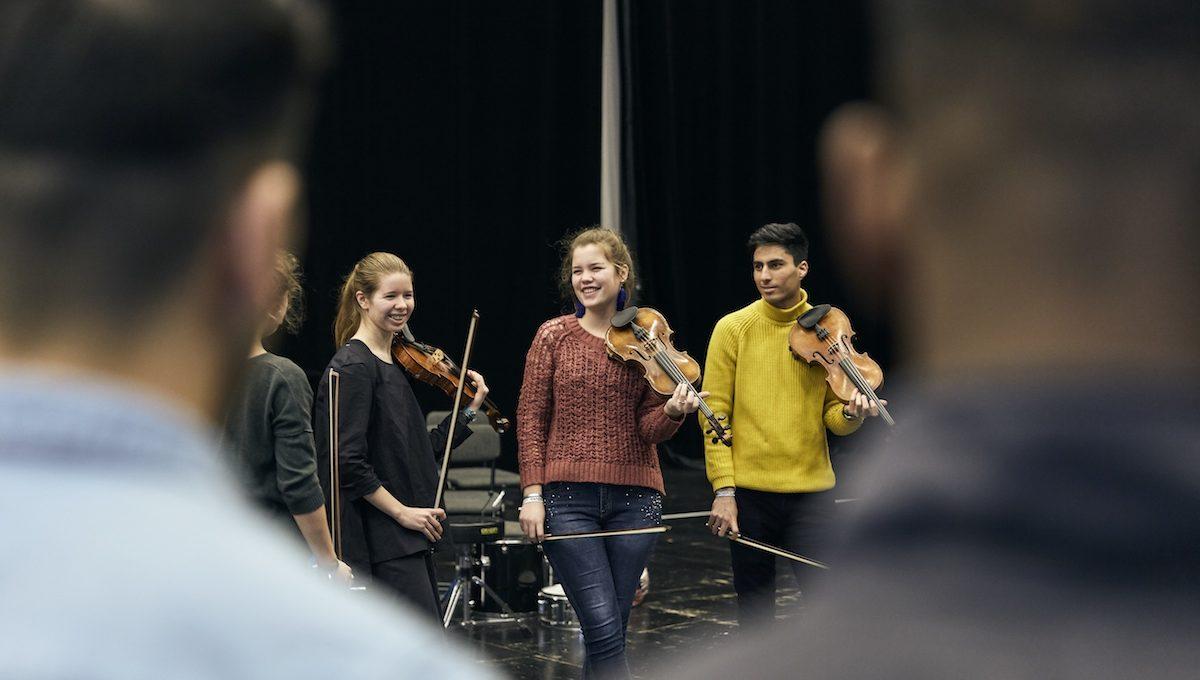 Jugendliche mit Geige