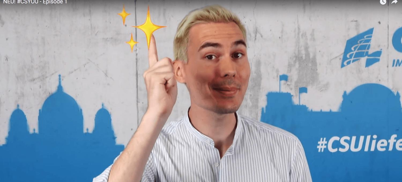 Armin Petschner hebt einen Zeigefinger in Episode 1 von #CSYOU